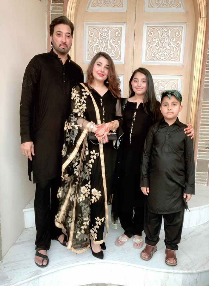 Beautiful Pictures of Actors Javeria Saud with her Family on Eid