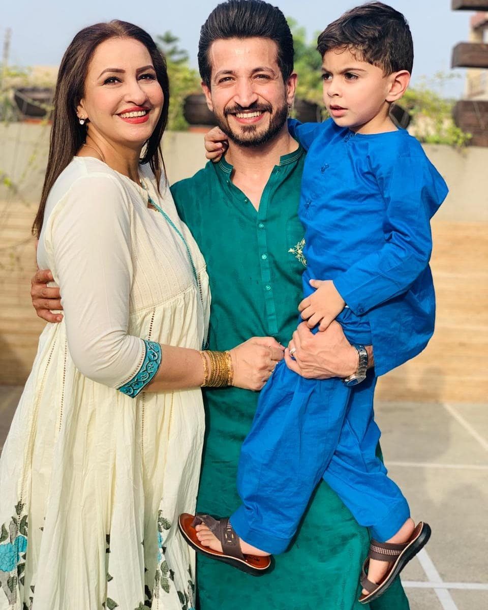 Eid Pictures of Actress Saba Faisal with her Family