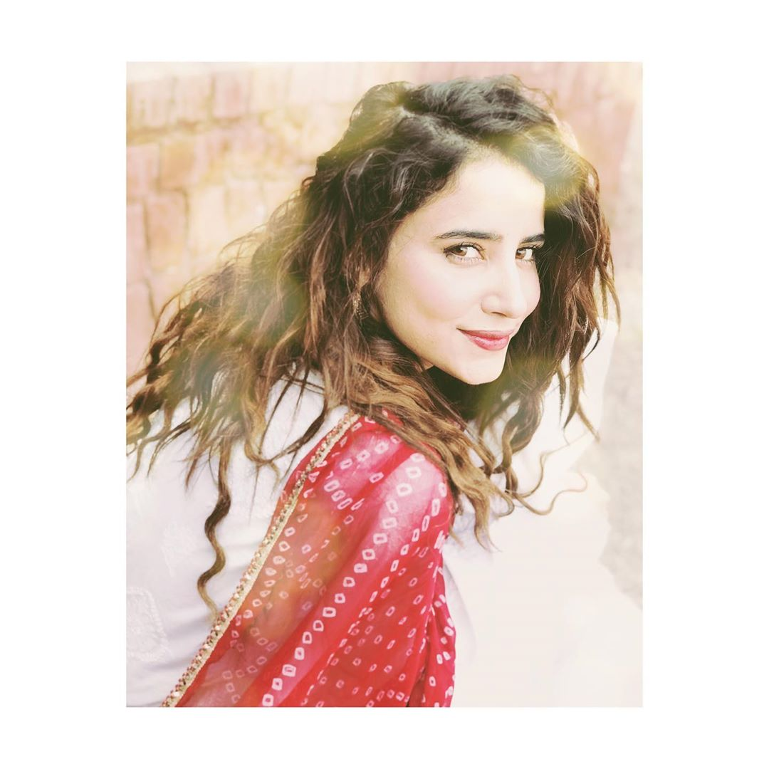 Latest Clicks of Beautiful Actress Saniya Shamshad