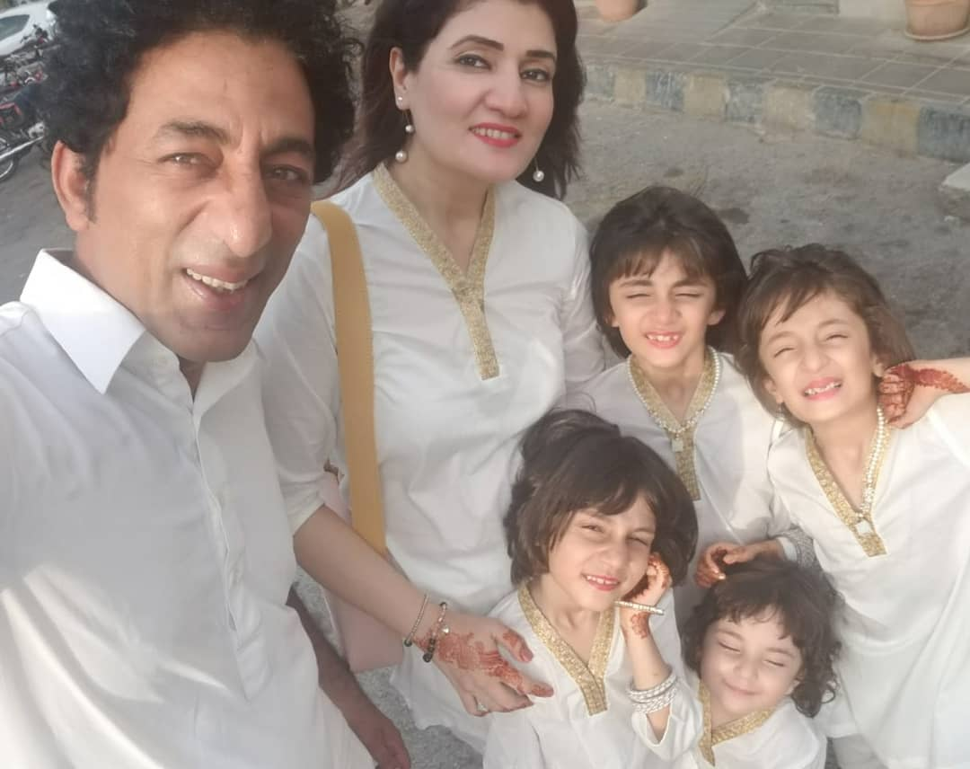Latest Pictures of Adnan Shah Tipu with his Wife and Cute Daughters