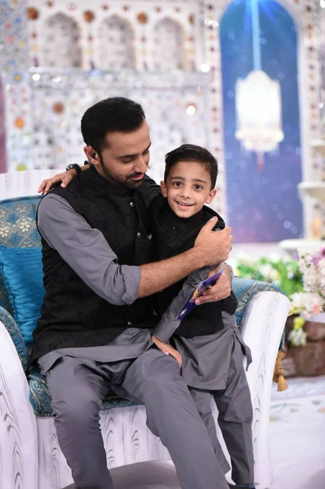 Beautiful Family Pictures of Anchor & Host Waseem Badami