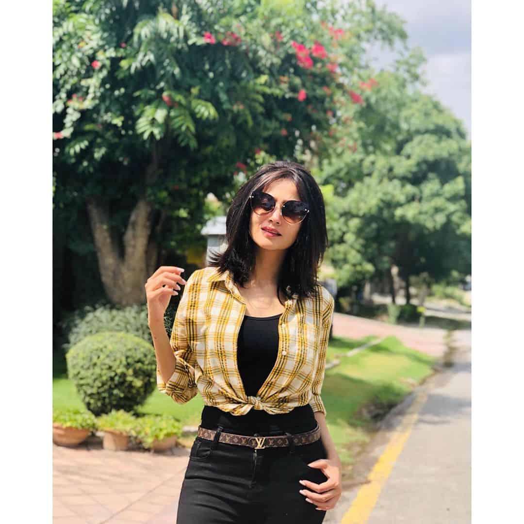 Latest Pictures of Beautiful Actress Zarnish Khan