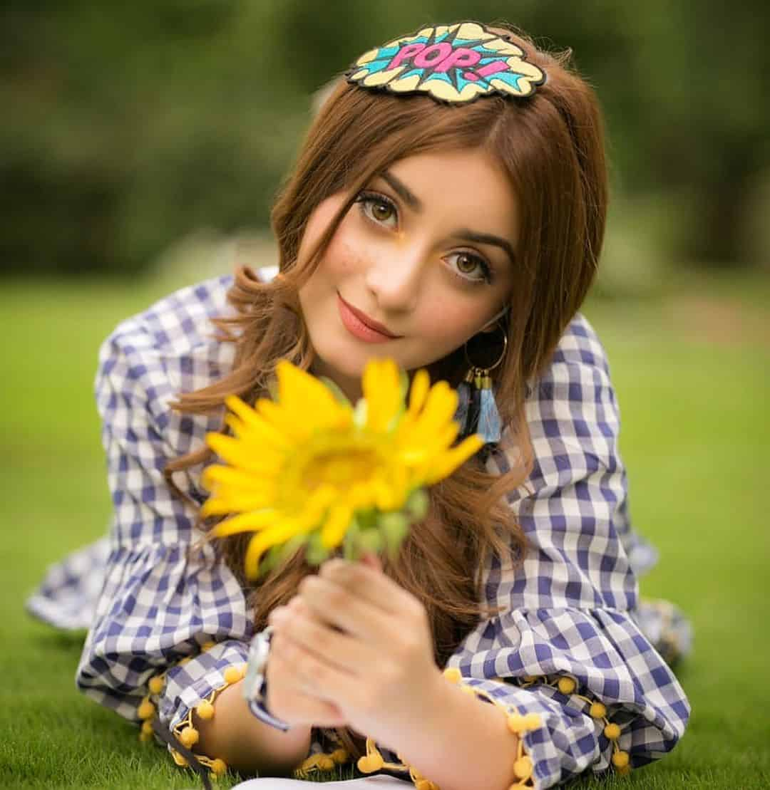 Alizey Shah With Beautiful Voice