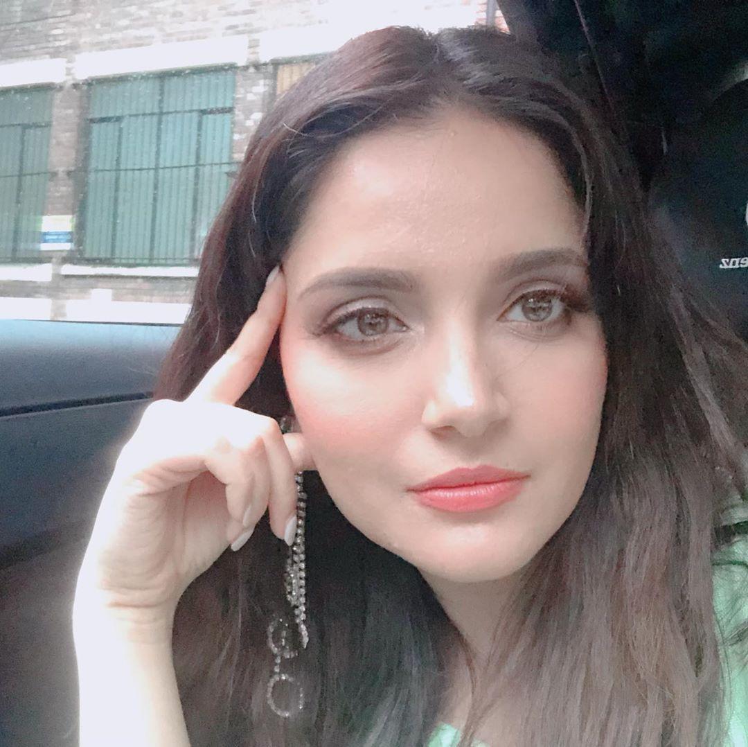 Armeena Khan 3