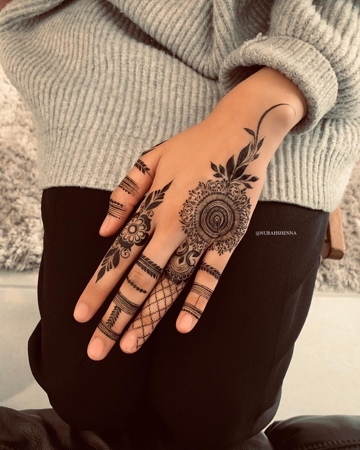 Black Mehndi Designs 12