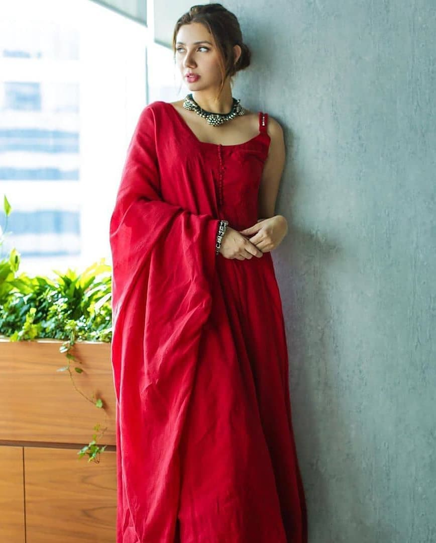 Mahira Khan Is Looking Extremely Hot In This Red Dress