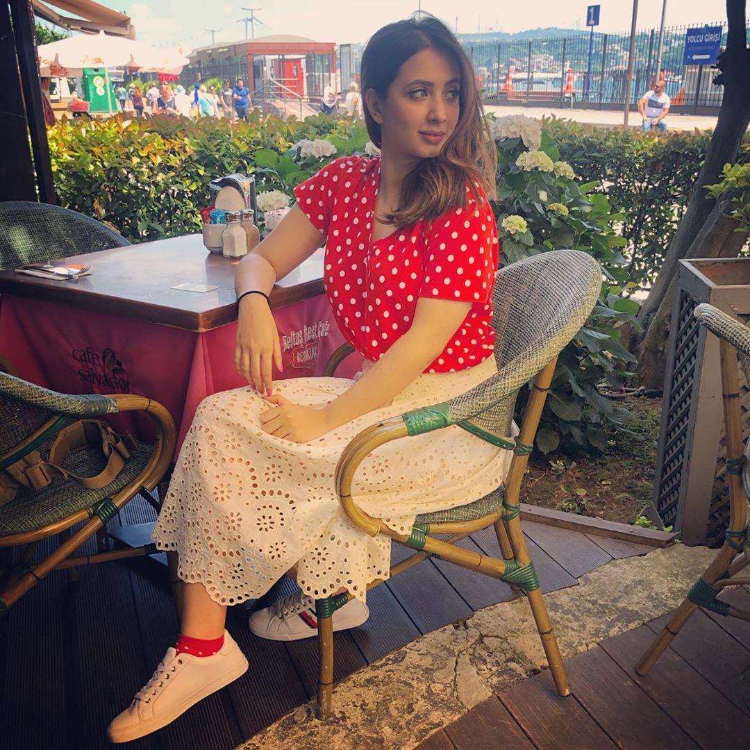 Latest Clicks of Beautiful Actress Komal Aziz in Turkey 1