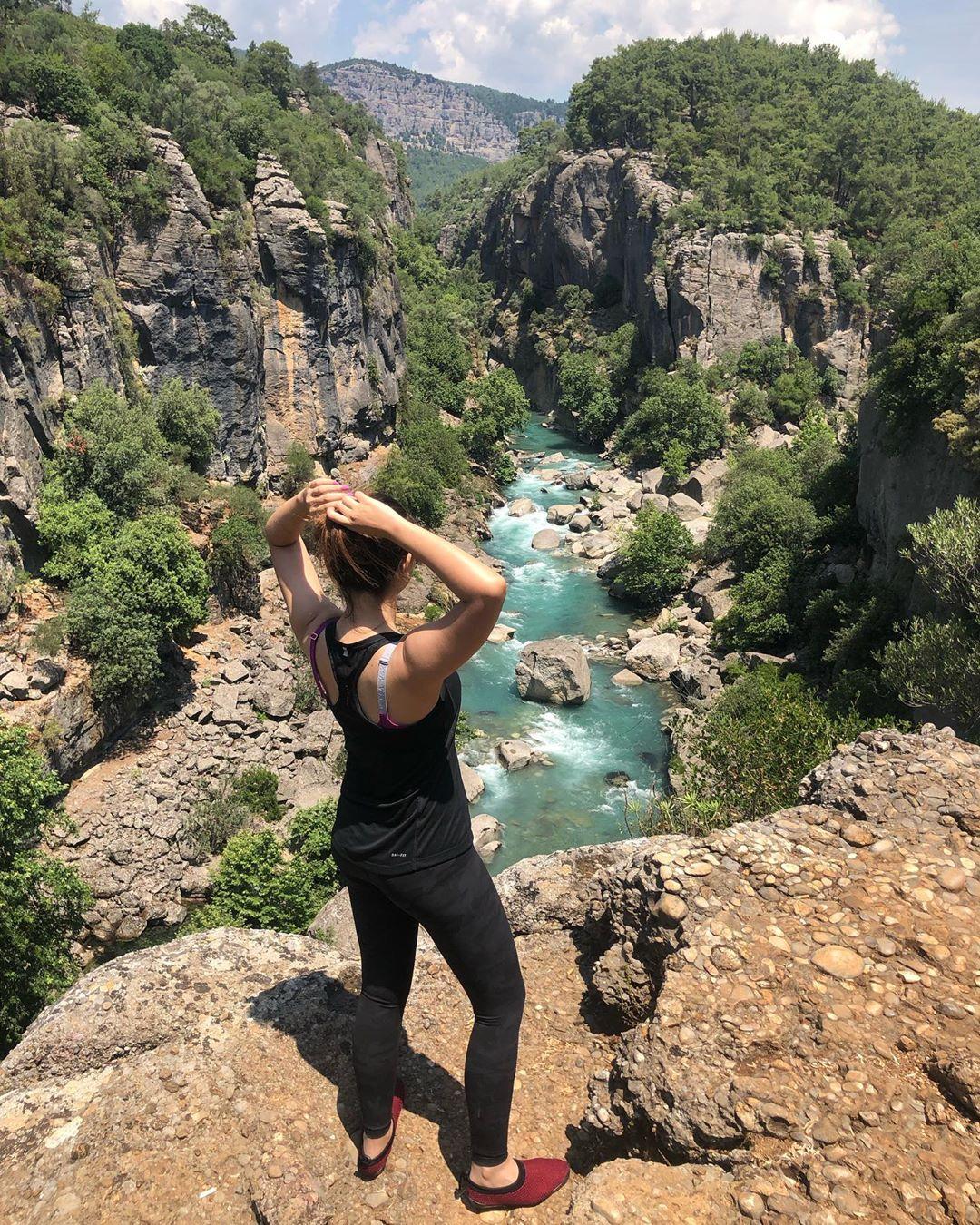 Latest Clicks of Beautiful Actress Komal Aziz in Turkey 3