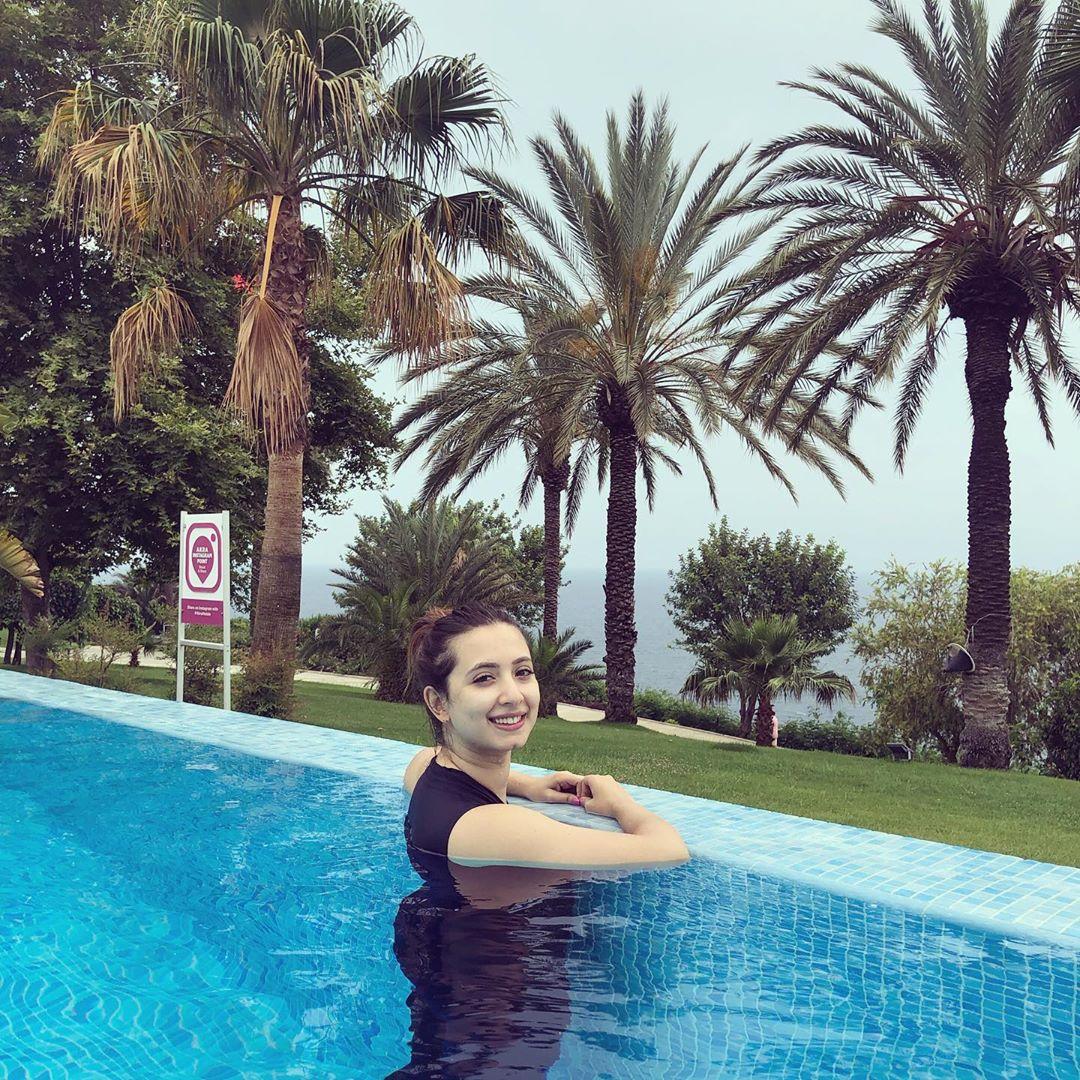 Latest Clicks of Beautiful Actress Komal Aziz in Turkey 4