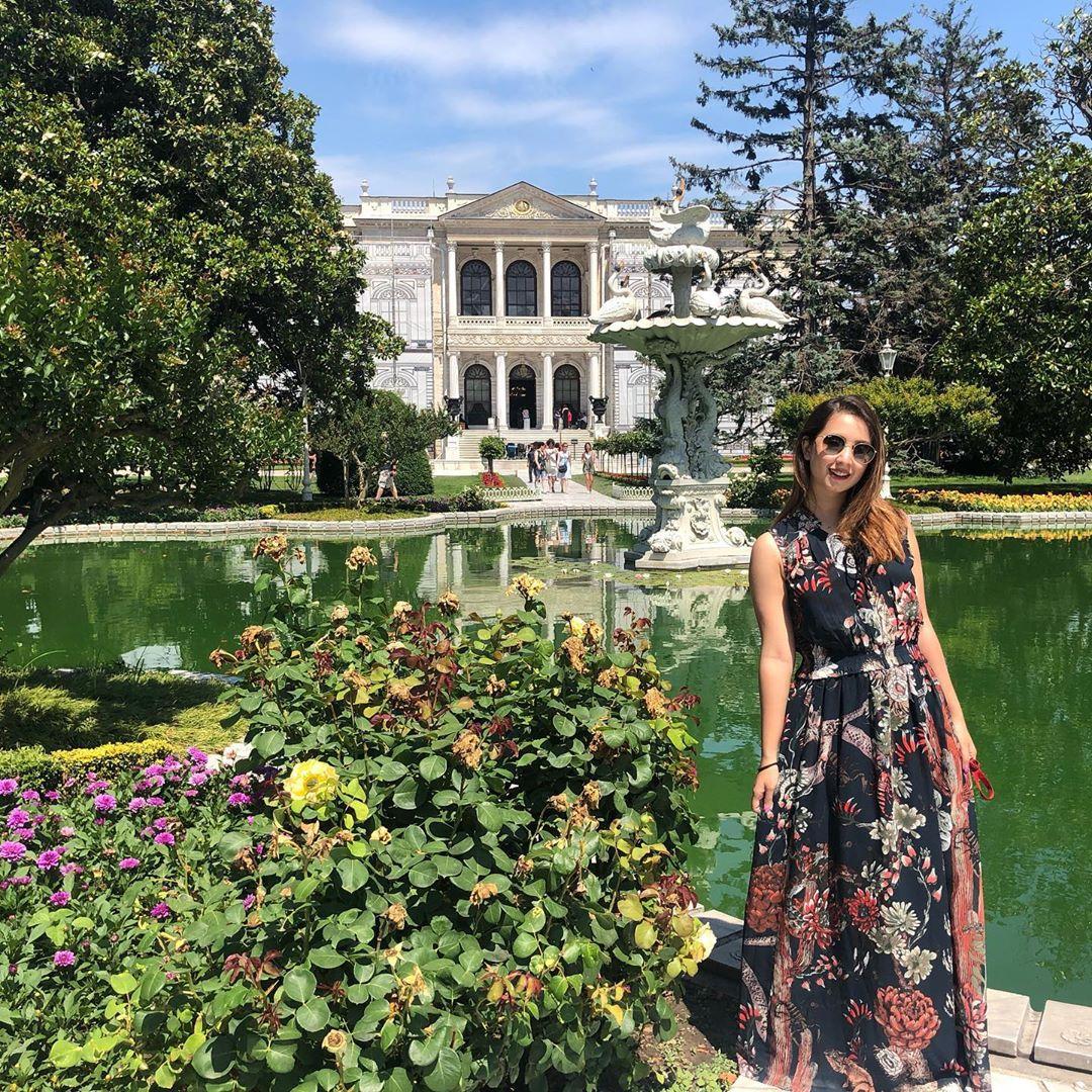 Latest Clicks of Beautiful Actress Komal Aziz in Turkey 5