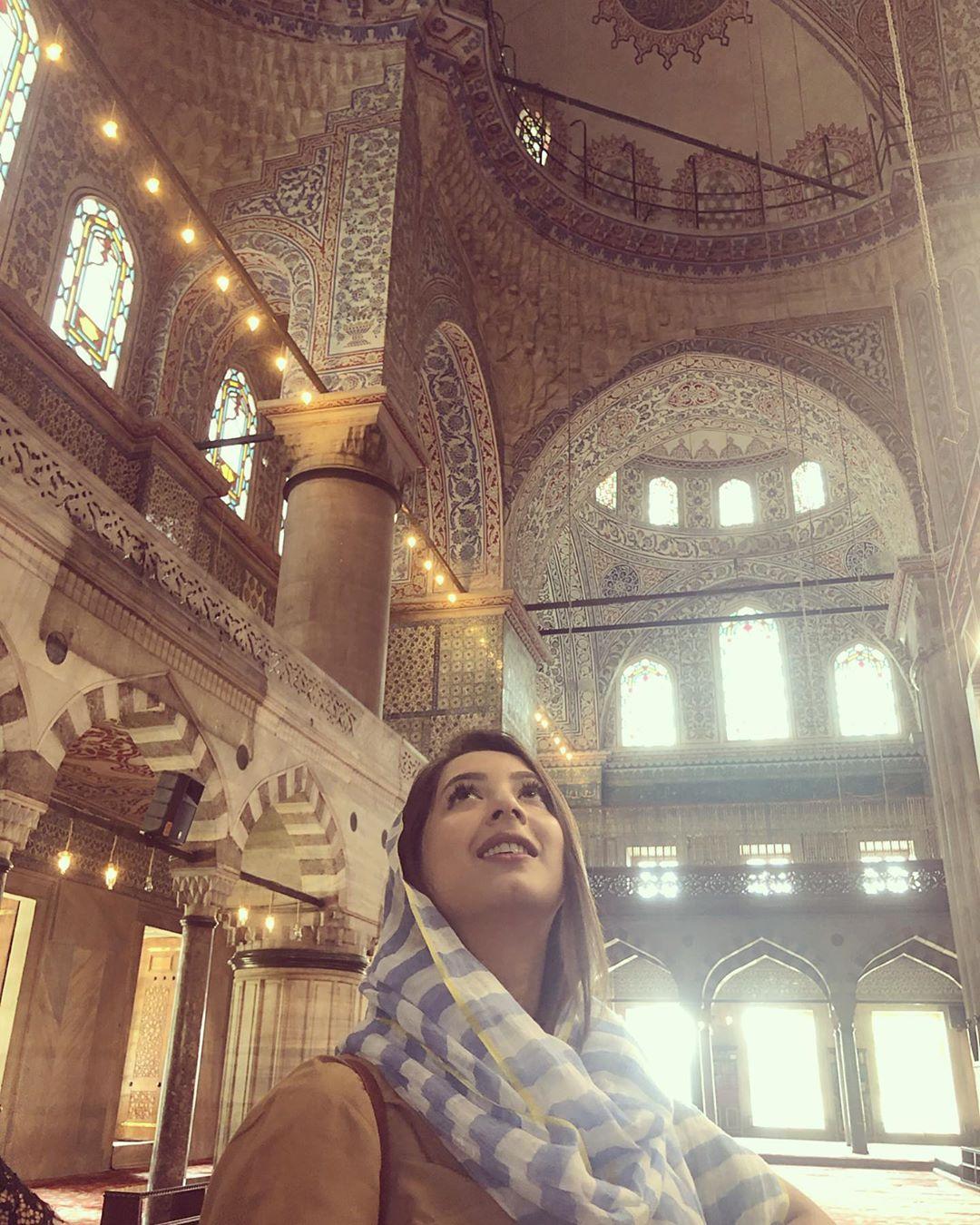 Latest Clicks of Beautiful Actress Komal Aziz in Turkey 7