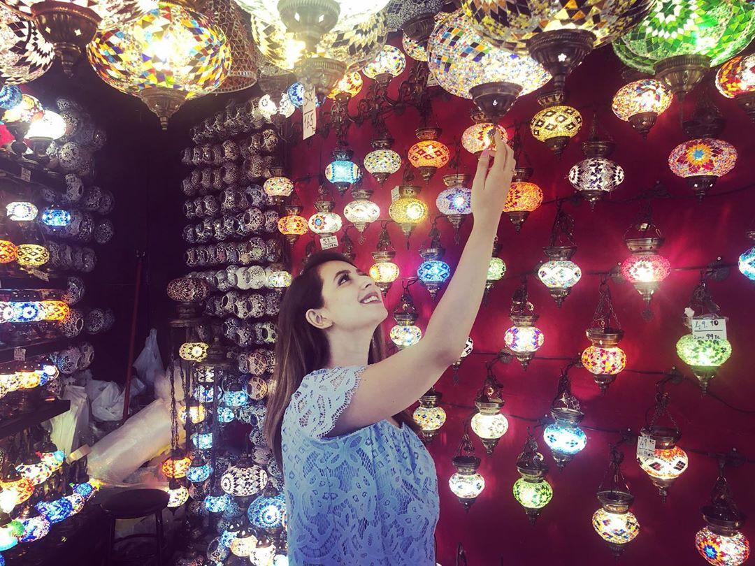 Latest Clicks of Beautiful Actress Komal Aziz in Turkey 8