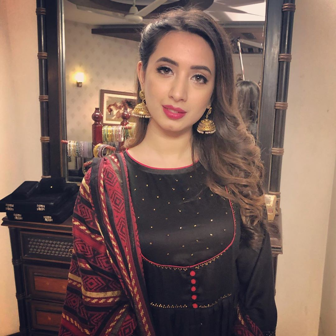 Latest Clicks of Beautiful Actress Komal Aziz in Turkey 9