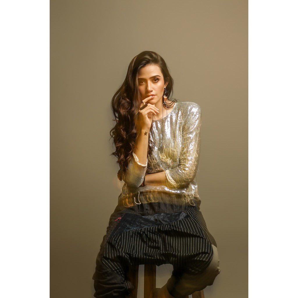 Latest Photo Shoot of Beautiful Actress Sana Javed 4
