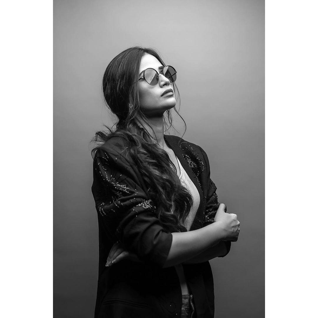 Latest Photo Shoot of Beautiful Actress Sana Javed 5