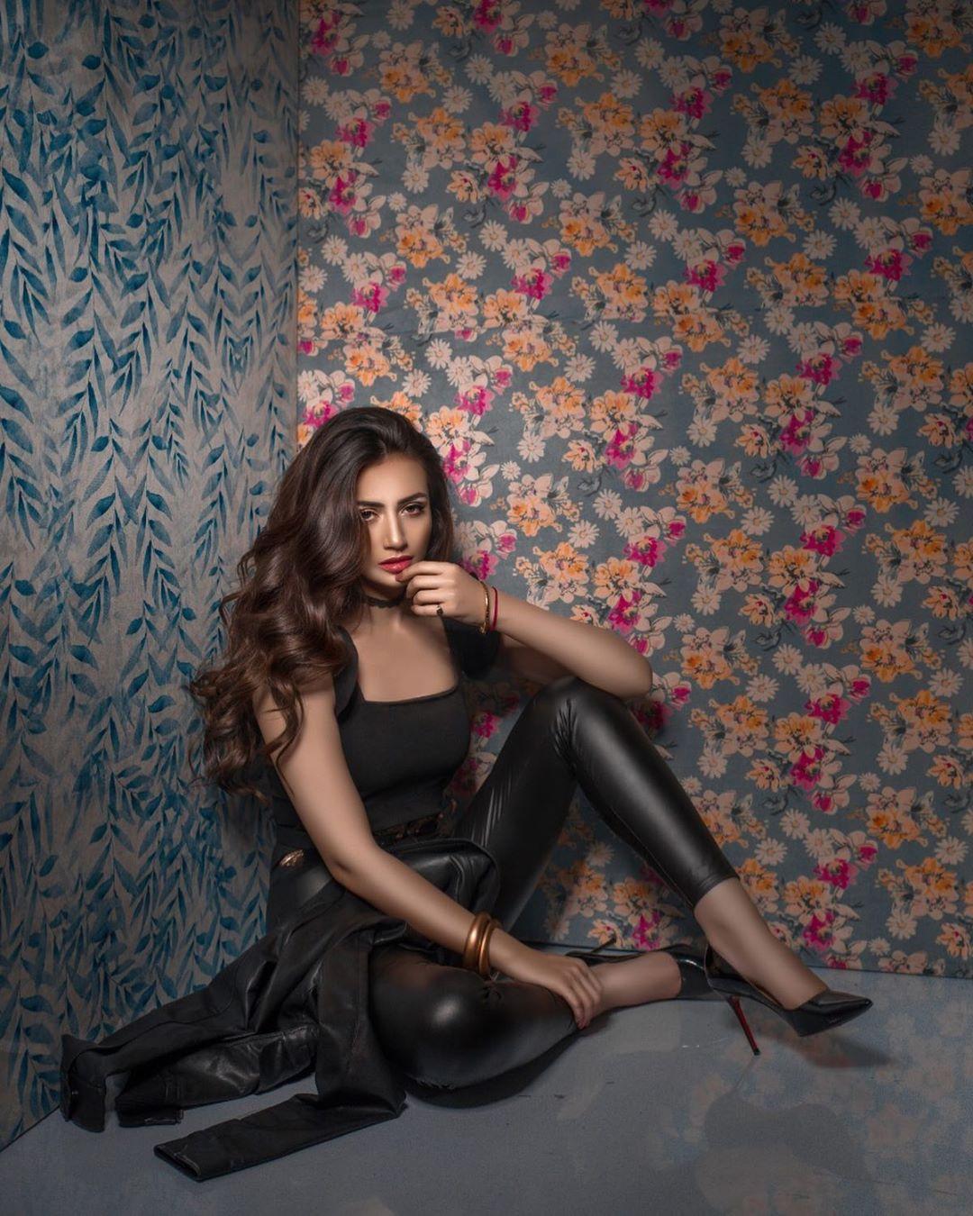 Latest Photo Shoot of Beautiful Actress Sana Javed 9