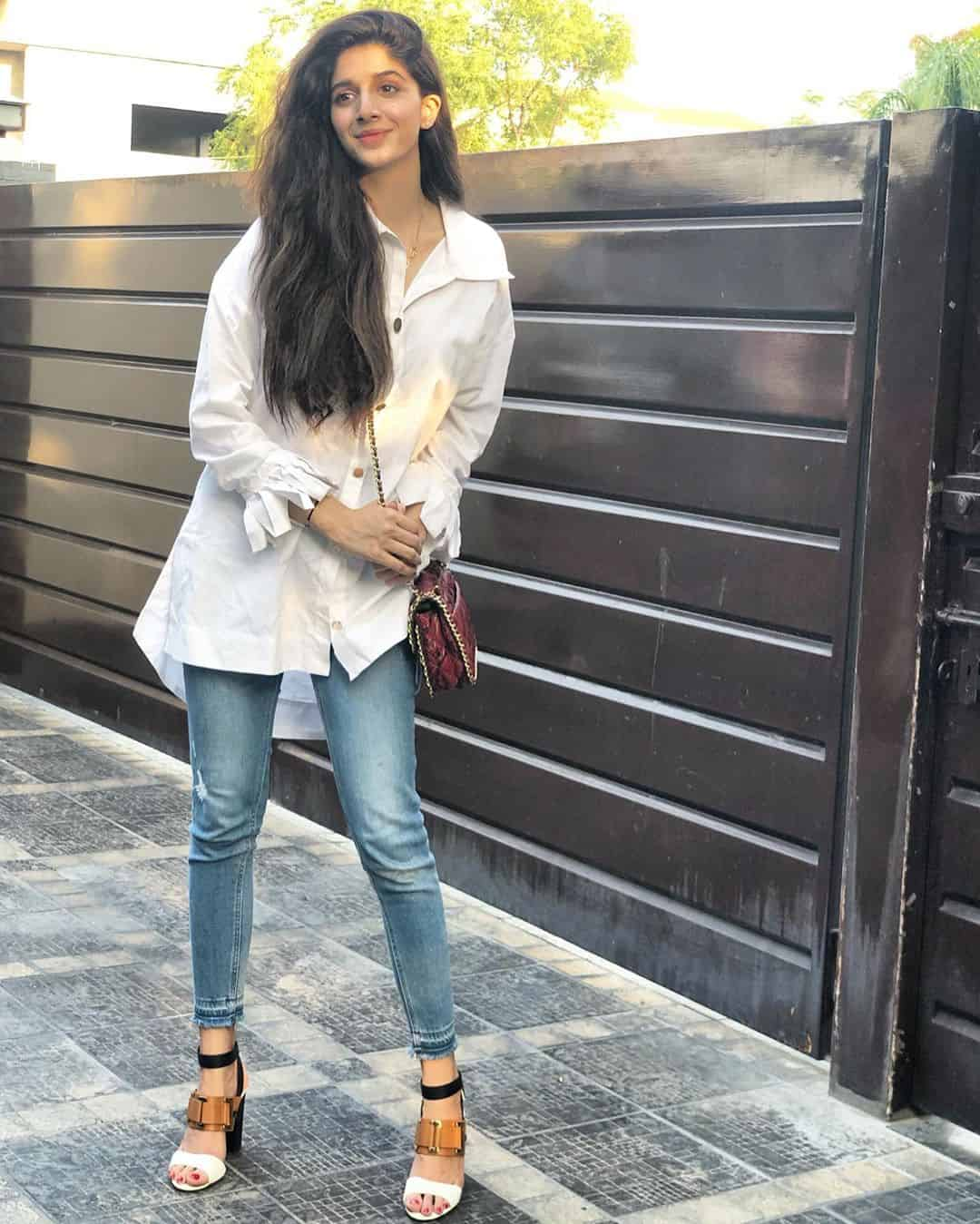 Latest Clicks of Beautiful Actress Mawra Hocane