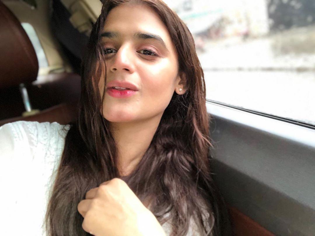 Pakistani Celebrities Enjoying Today's Rain in Karachi 10