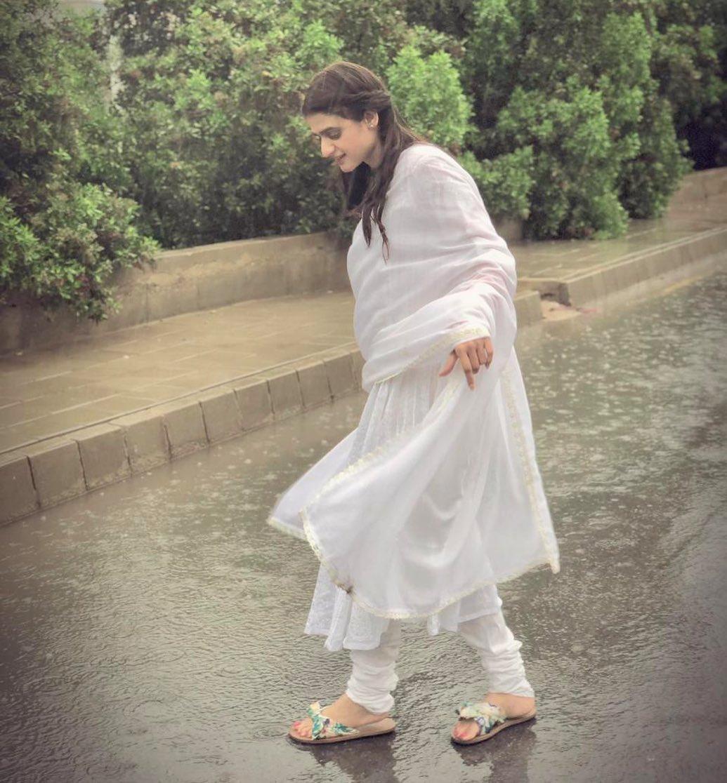 Pakistani Celebrities Enjoying Today's Rain in Karachi 11
