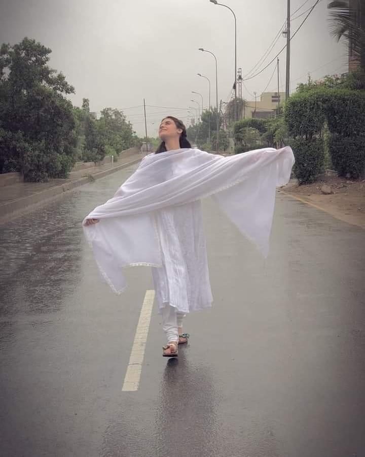 Pakistani Celebrities Enjoying Today's Rain in Karachi 18