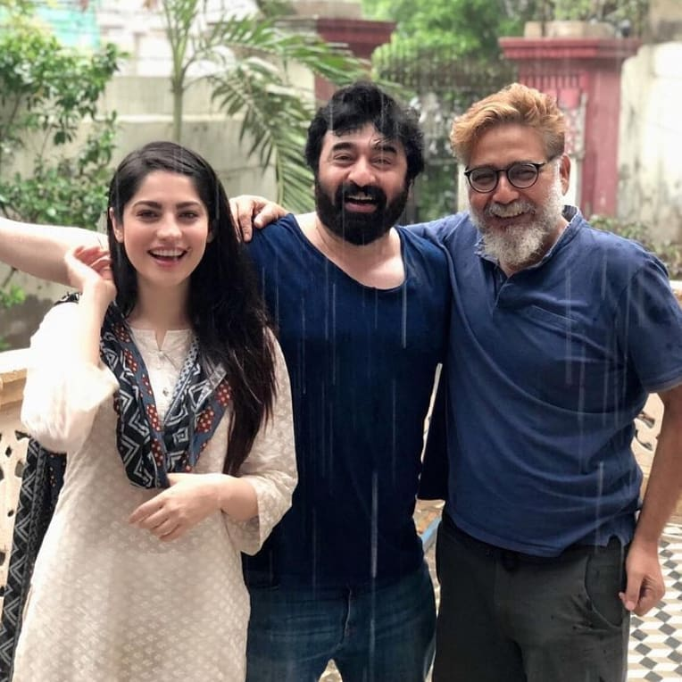 Pakistani Celebrities Enjoying Today's Rain in Karachi 2