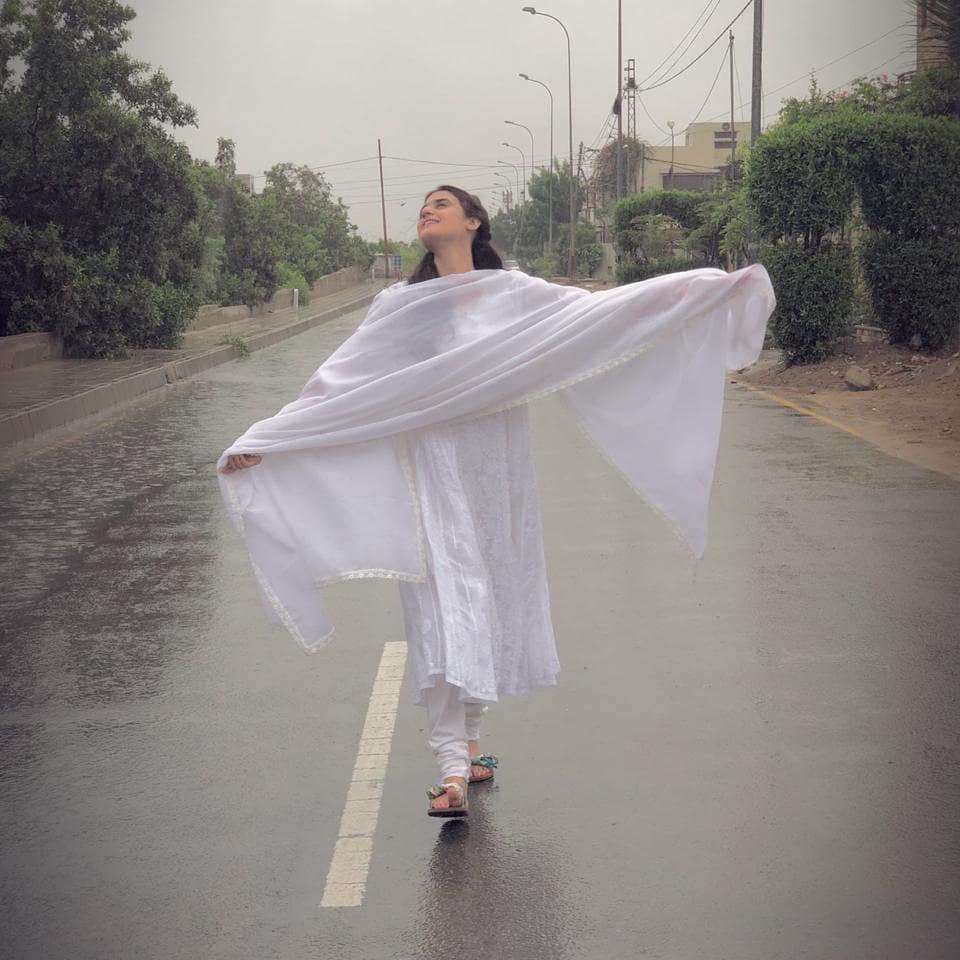 Pakistani Celebrities Enjoying Today's Rain in Karachi 3