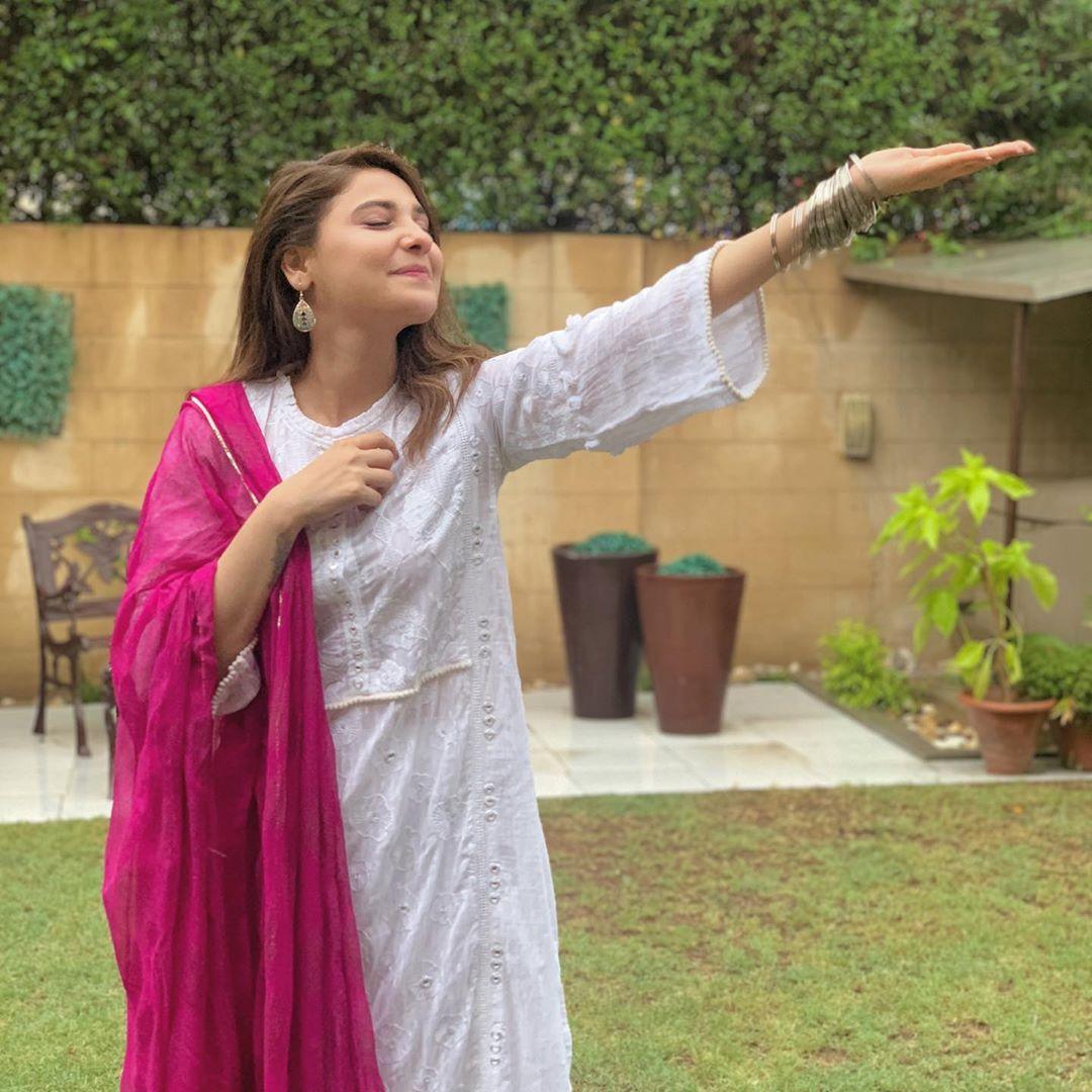 Pakistani Celebrities Enjoying Today's Rain in Karachi 6
