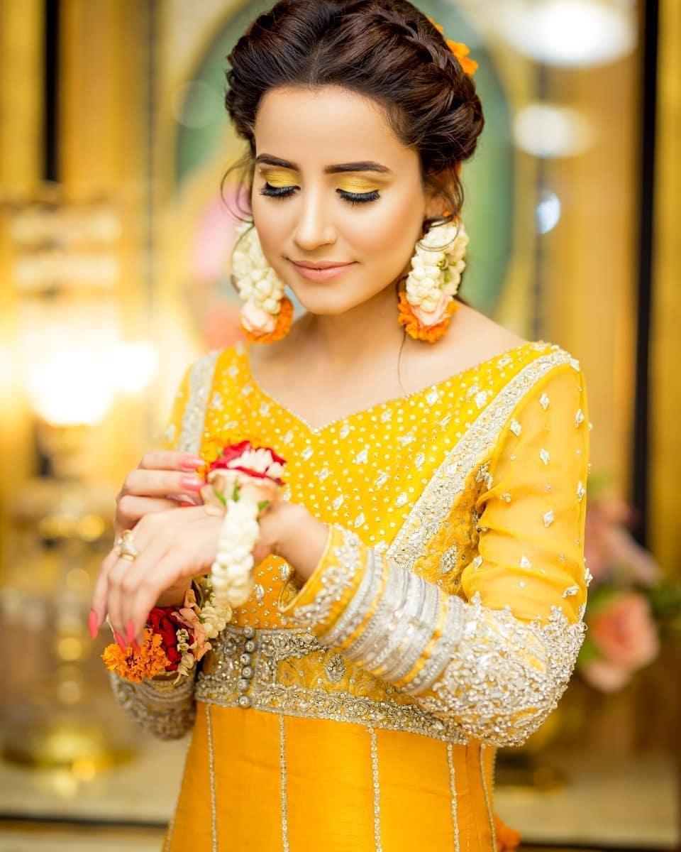 Gorgeous & Beautiful Actress Saniya Shamshad's Mayoon Pictures