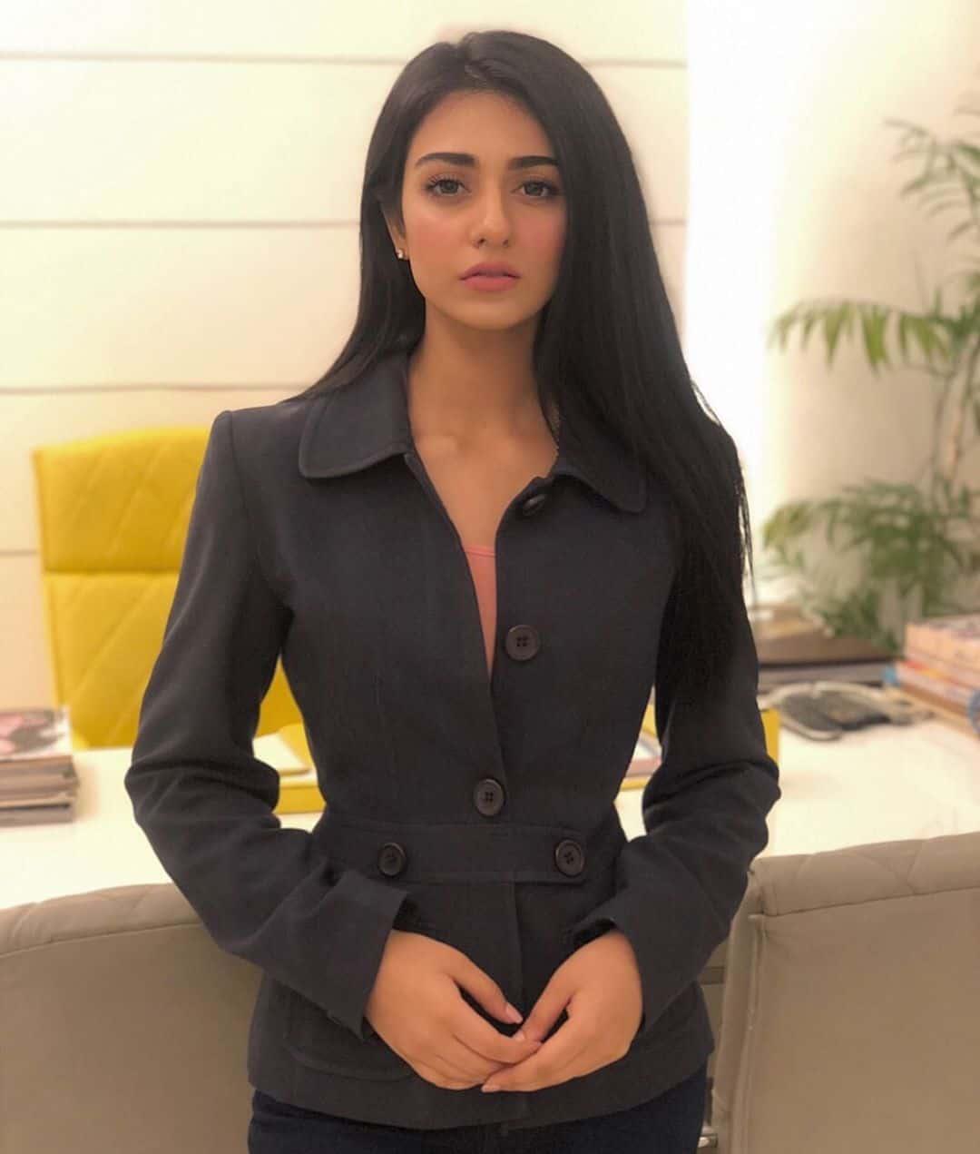 Latest Beautiful Clicks of Gorgeous Sarah Khan