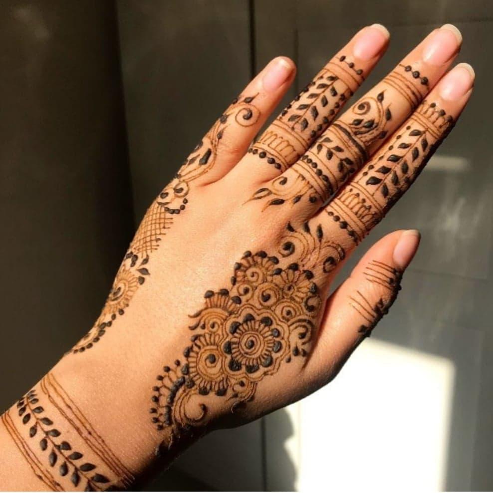 Simple Mehndi Designs 29