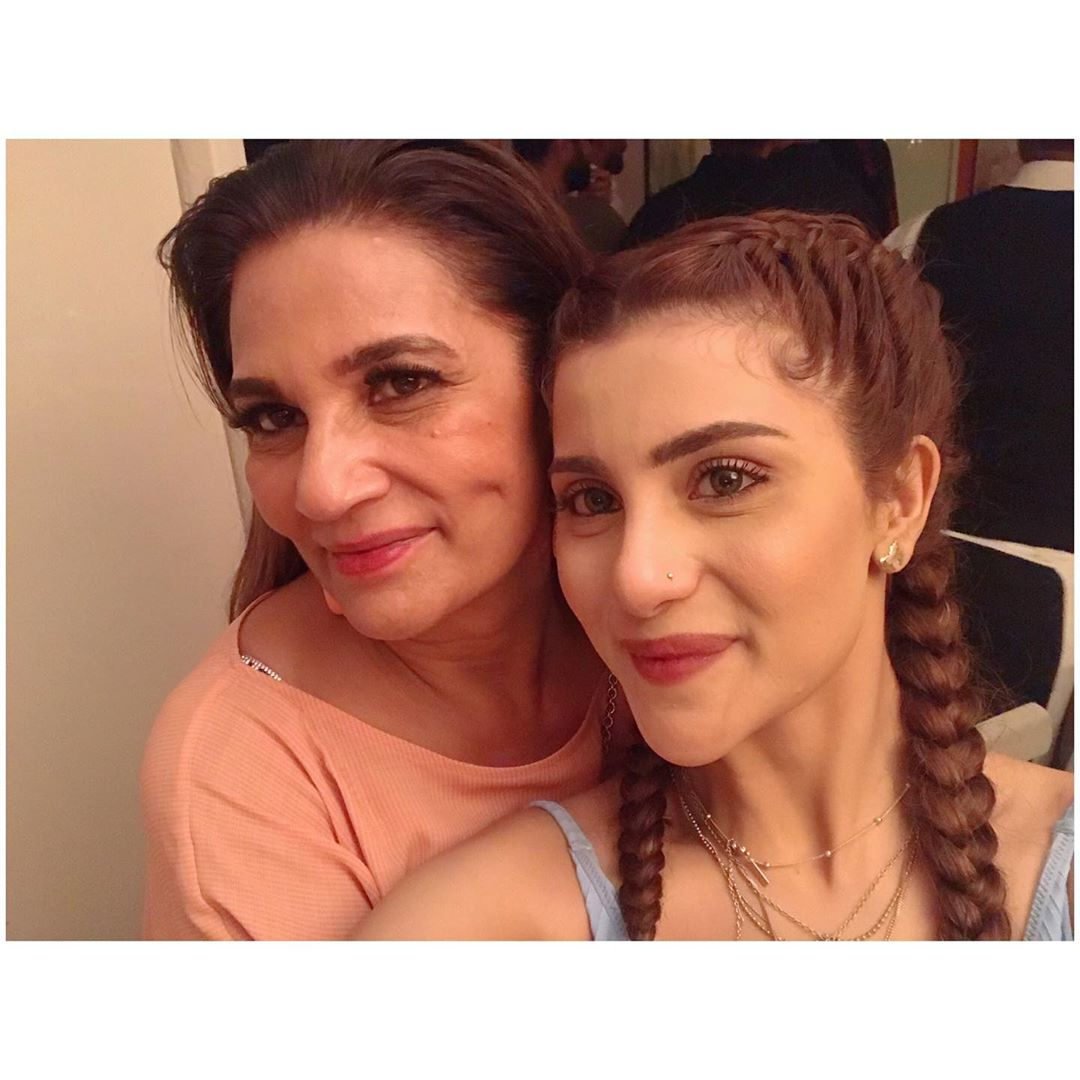 Latest Beautiful Clicks of Actress Sohai Ali Abro with Fashion Friends