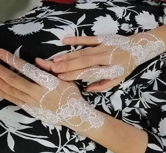 White Mehndi Designs 10