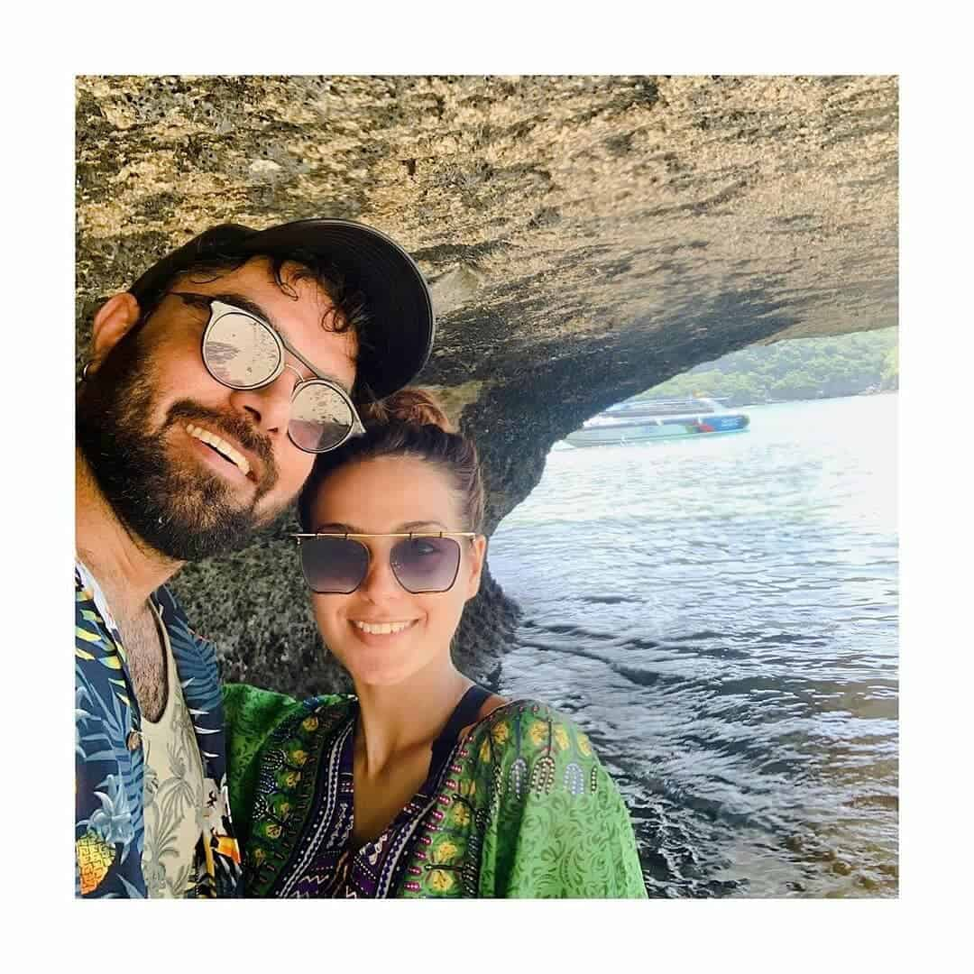 Yasir Hussain and Iqra Aziz Pictures (6)