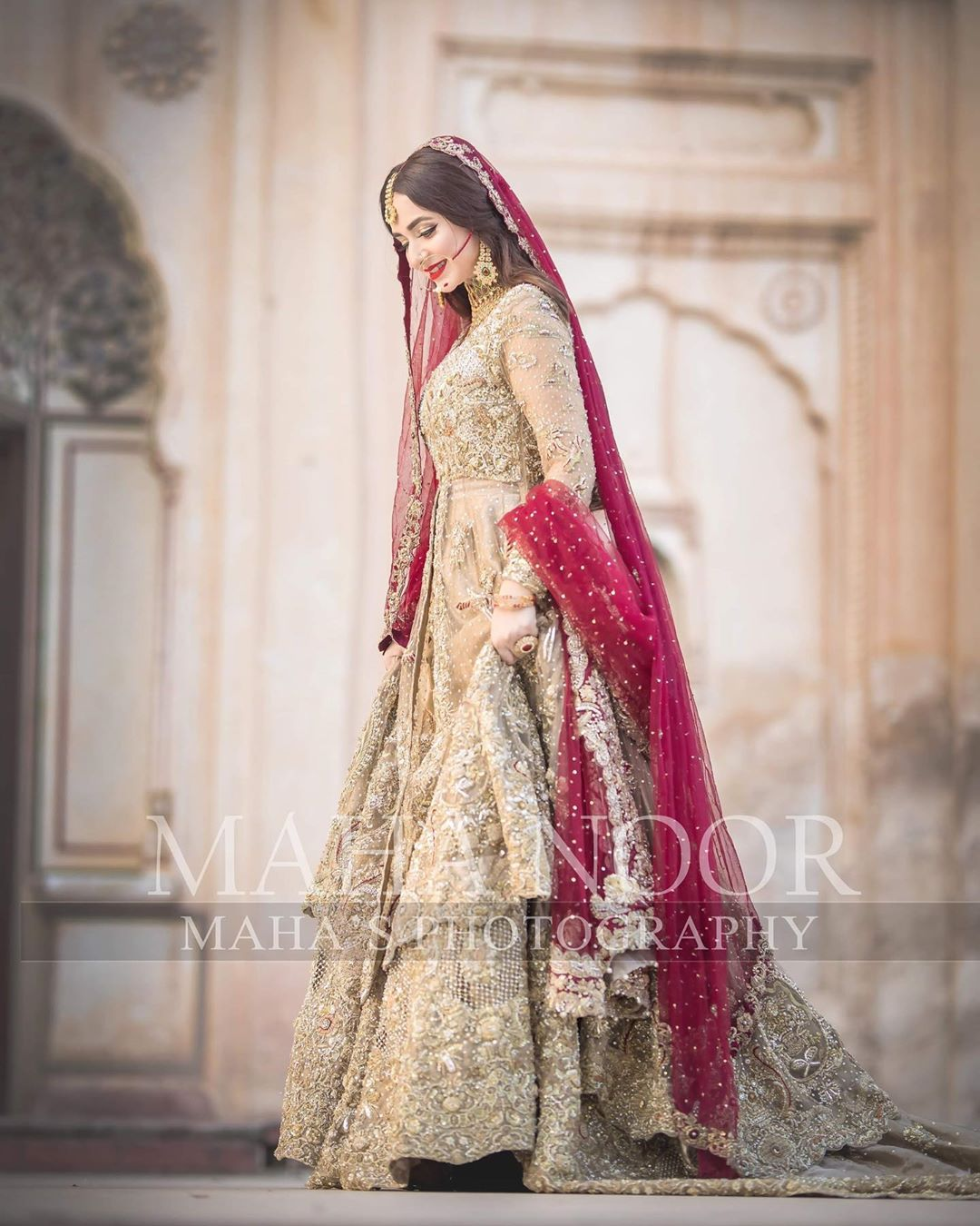 Talented Actress Yumna Zaidi is Looking Extremely Beautiful in her Latest Bridal Shoot