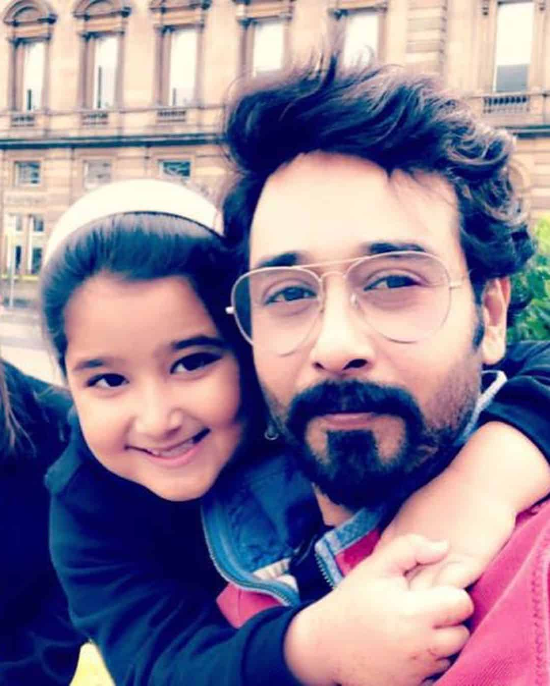 Latest Pictures of Faysal Qureshi with his Wife Sana and Daughter Ayat