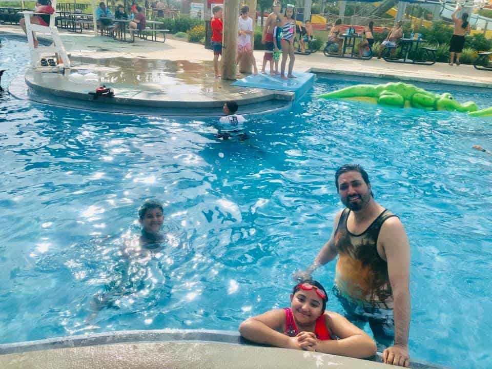 Beautiful Family Clicks of Javeria & Saud with Kids from Water Park
