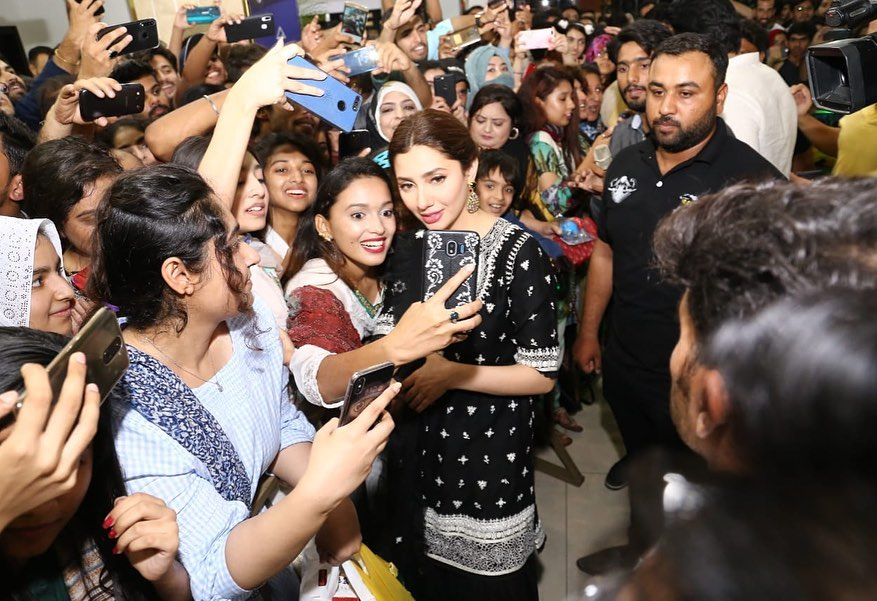 Mahira Khan & Bilal Ashraf at the Centaurus Mall Islamabad for Promotion of their Movie Superstar