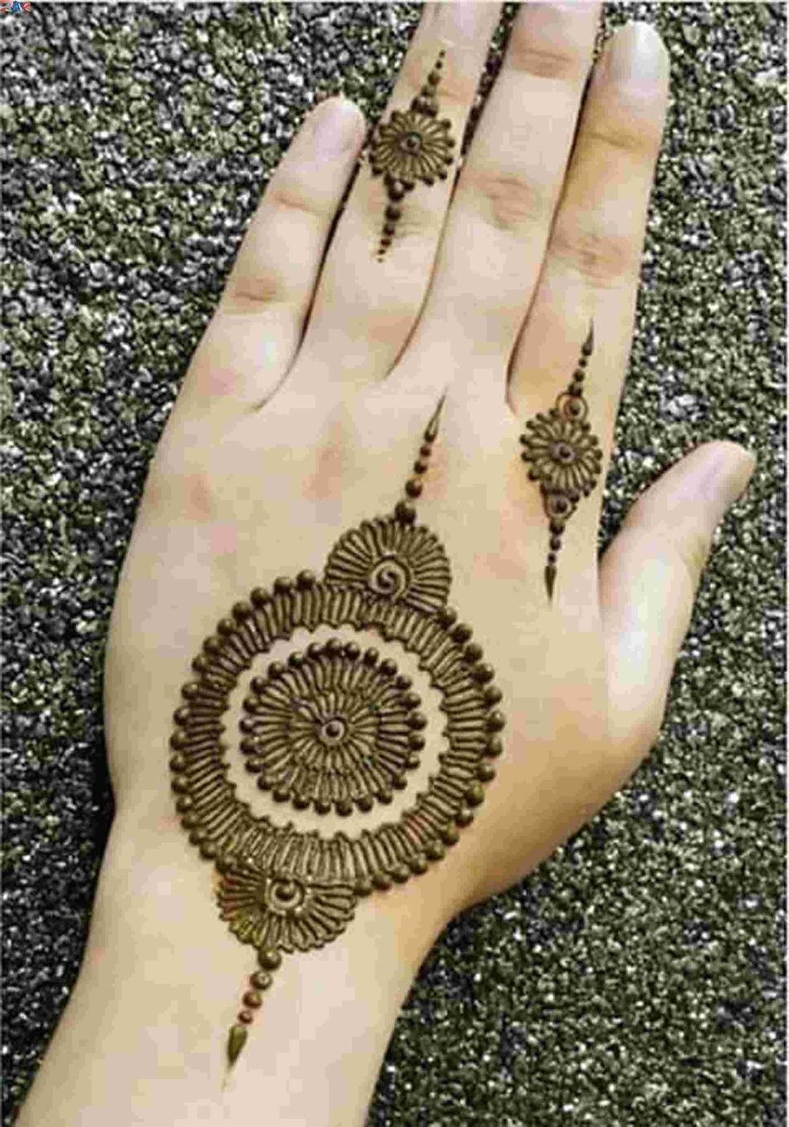 minimalistic Mehndi Design 12