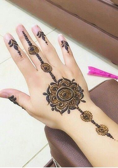 minimalistic Mehndi Design 6
