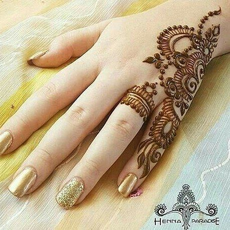 minimalistic Mehndi Design 8