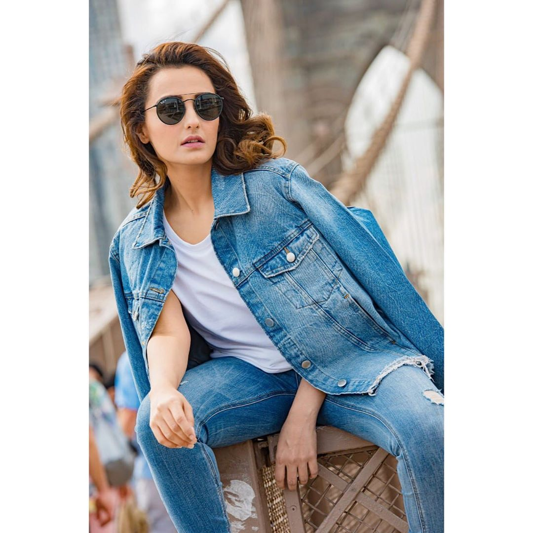 Latest Gorgeous Clicks of Actress Momal Sheikh in USA