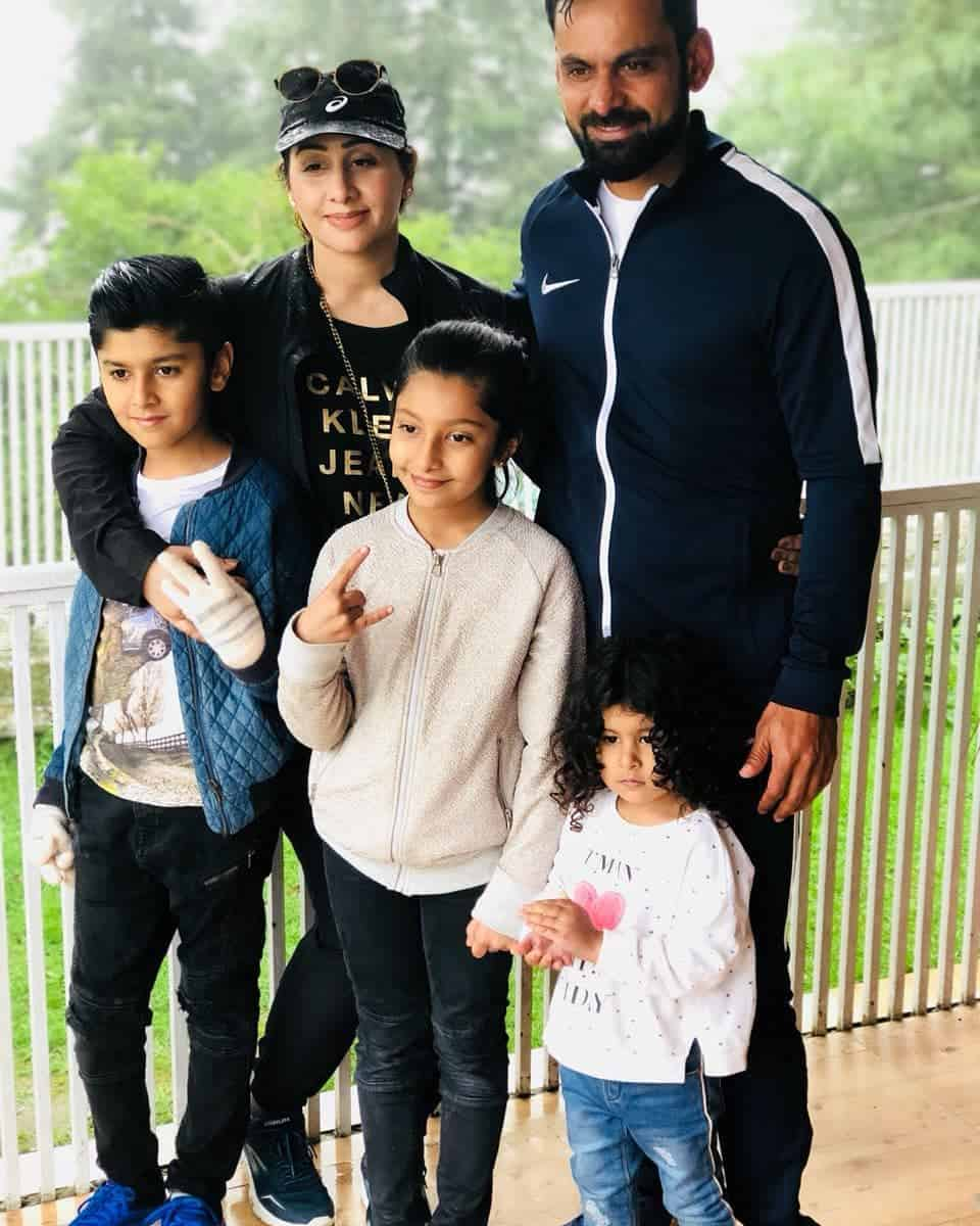 Mohammad hafeez and wife family 33