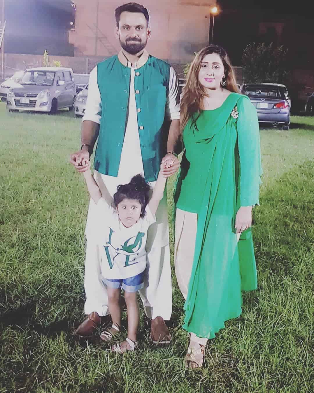 Mohammad hafeez and wife family 31
