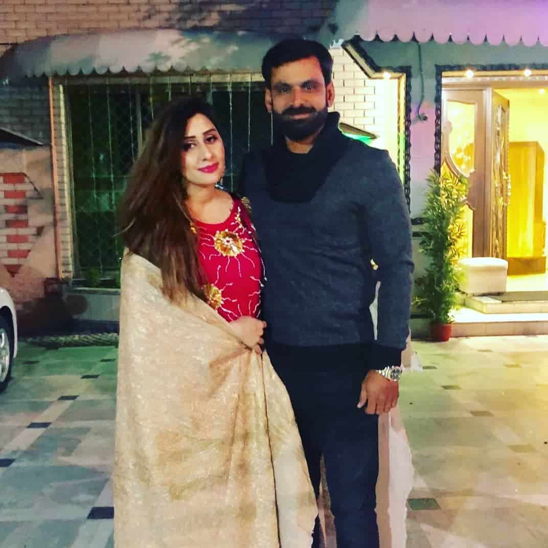 Mohammad hafeez and wife family 29