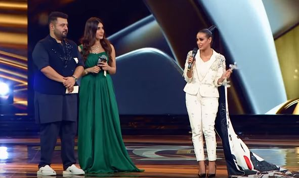 Uzma Khan's Blonde Moment At Lux Style Awards 2019