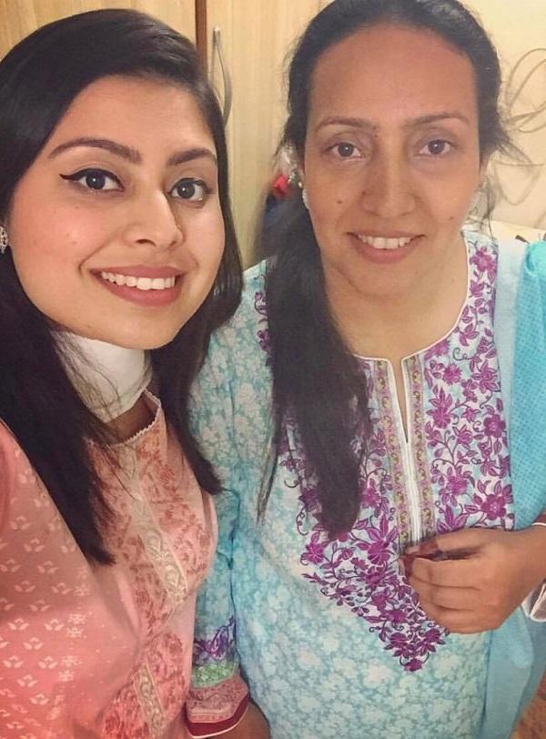 Iqra Aziz mother 2