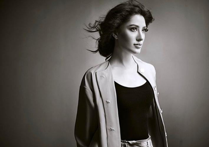 Mehwish Hayat Takes a Dig At Shahrukh on Vilify Pakistan