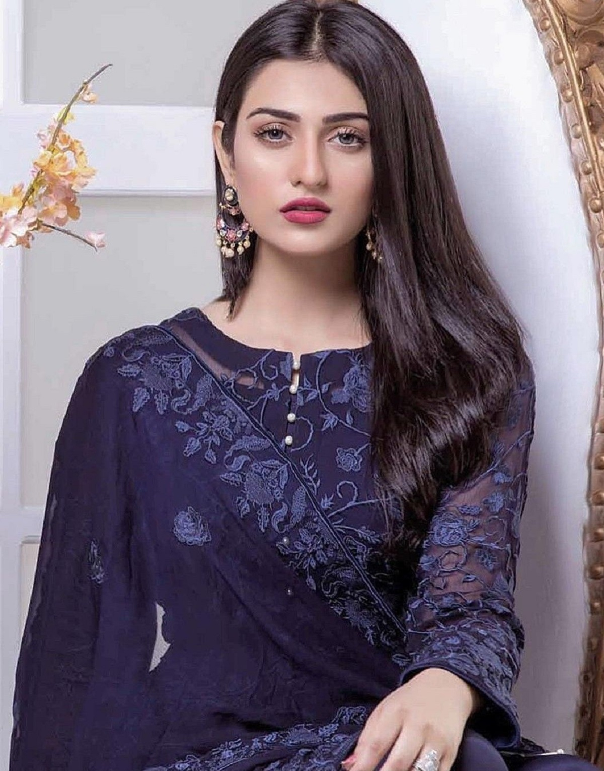 Sarah Khan Just Slapped Her Director For Forcing Her To Go ...Sara Khan In Saree