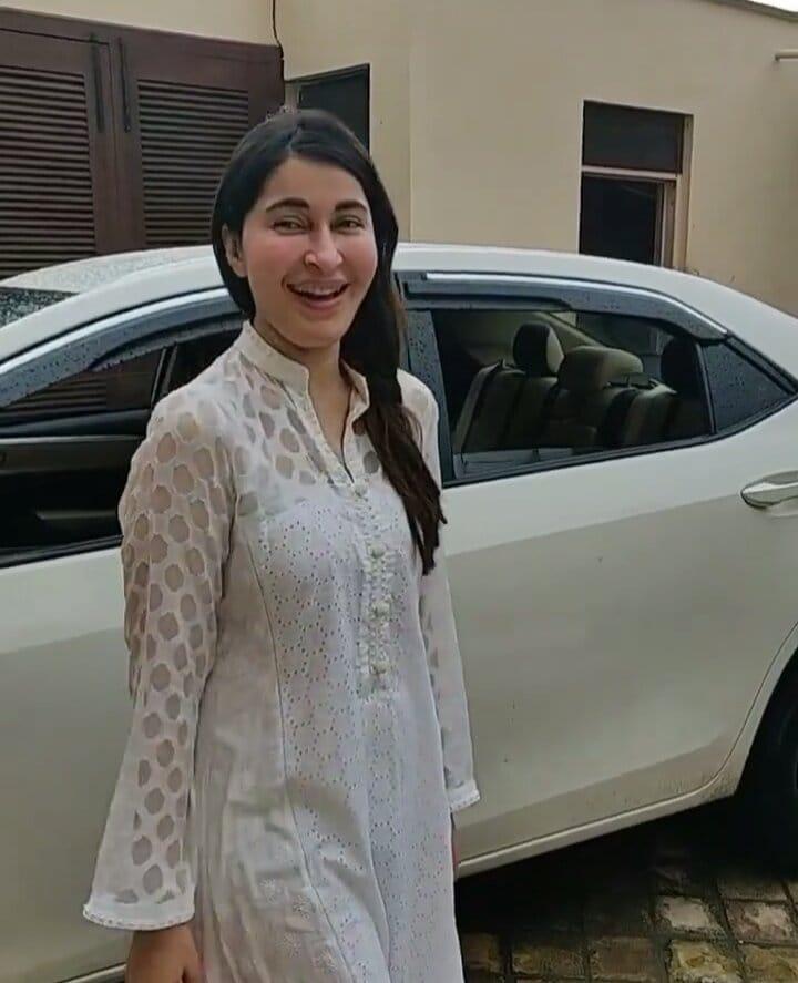 Shaista Lodhi Is Enjoying In Karachi's Rain