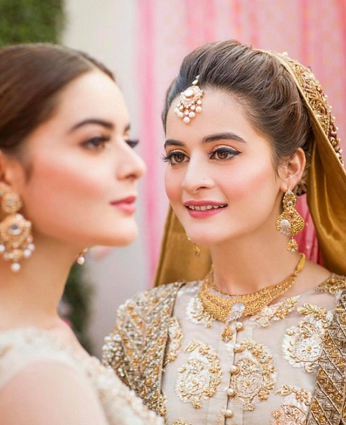 Aiman Khan or Minal Khan – Who Is The Bigger Celebrity